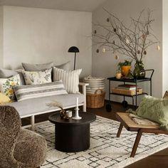 Arredare casa con materiali naturali Zara Home, H&m Home, Painting Wallpaper, House Styles, Storage, Table, Furniture, Home Decor, Videos