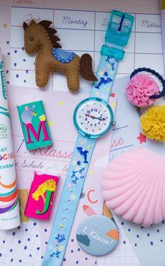 Eine Uhr zur Einschulung. Warum wir immer wieder flikflak kaufen würden und mehr Ideen für die Schultüte Woodworking Projects, Dinosaur Stuffed Animal, Toys, How To Make, Pink, Crafts, Blog, Gift Ideas, Beginning Of School