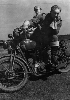 THE POLISH ARMY IN BRITAIN, 1940-1947 - Despatch riders of the 1st Polish Armoured Division on their motorcycles (numbered C5128947 and C 512895...) in the field. Note a divisional badge on a fuel tank of the motorcycle.
