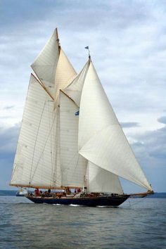 _/)  The 42m classic twin-masted schooner Mariette of 1915 originally built by Herreshoff in United States.