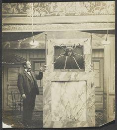 Emmy Hennings als Spinne [Emmy Hennings as spider ; Emmy Hennings en araignée], c. 1915-1918, 12 x 13,5 cm.