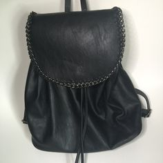 """⚠️PRICE DROP⚠️✨NWT✨Steve Madden Book Bag NOTE: Missing one clip on end of draw string No Trades or PayPal Same Day Shipping Offers Welcomed Please Use """"Make An Offer"""" Button  Bundle Discounts on 2 or more items  Steve Madden Bags"""