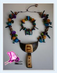 Colección ORIGENES Taller de Diseños Atavíos de la Mussa 2014  OFICIO: Bisutería TÉCNICA: Enchapado LINEA DE PRODUCTO: Accesorios MATERIALES: Pectoral en tonalidades azul/purpura/verde/beige/café diseñado en coco con laminado en calceta de platano,tejido con semillas de acacia,tagua,coco,bombona,bolas de madera,nacar,piedras semipreciosas(turquesas),cristales de murano. Piezas de Diseño con Identidad !! CONTACTO; DIANA MARIA VARELA( ataviosdelamussa@yahoo.es)