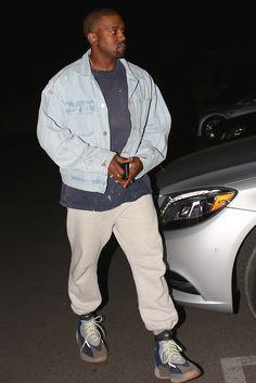 Kanye West aparece com possível evolução do Yeezy Wave Runner 700 e mexe  com nosso psicológico 8bf33808630b