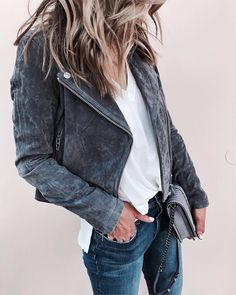 """Gefällt 44.5 Tsd. Mal, 156 Kommentare - LIKEtoKNOW.it (@liketoknow.it) auf Instagram: """"Keep it casual cool in silver suede and a simple white tee care of @cellajaneblog's moto jacket and…"""""""