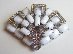 VT Brooch Sign WEISS Oriental Fan Art Deco Milkglass Rhinestone Silver Goldtone1