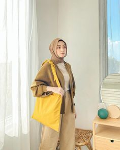 Casual Hijab Outfit, Ootd Hijab, Cute Casual Outfits, Nude Outfits, Fashion Outfits, Korean Airport Fashion, Hijab Fashion Inspiration, Brown Outfit, Muslim Fashion