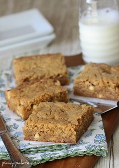 white chocolate biscoff blondie bars