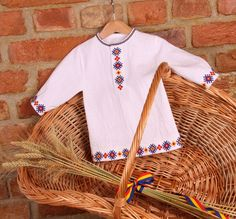 CAMASA CU TRICOLOR Pakistani Dresses Casual, Crochet Cardigan, Diy Clothes, Art Girl, Embroidery Designs, Costumes, Sewing, Knitting, Baby
