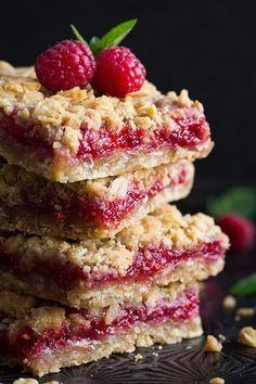 Raspberry Crumb Bars: Only 7 ingredients and a breeze to make! Use any other flavor of jam you'd like.