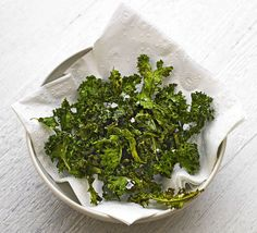 Swap out greasy potato crisps for this baked kale snack drizzle with oil and sprinkle with ras el hanout before popping in the oven The post Spiced kale crisps appeared first on Dessert Platinum. Healthy Filling Snacks, Healthy Food List, Easy Healthy Dinners, Healthy Foods To Eat, Kale Recipes, Bbc Good Food Recipes, New Recipes, Healthy Recipes, Kitchens