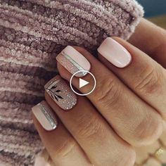 The advantage of the gel is that it allows you to enjoy your French manicure for a long time. There are four different ways to make a French manicure on gel nails. Easy Nails, Simple Nails, Cute Nails, Pretty Nails, Latest Nail Designs, Cute Nail Art Designs, Short Nail Designs, Nail Polish, Shellac Nails