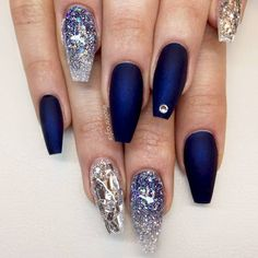 It is time you learn more about cobalt blue color! It's exquisite and sophisticated shade. Royal blue shades are not only extremely elegant but can also be upgraded and taken to unknown levels of sweet with the addition of other hues or patterns. #nails #nailart #naildesign