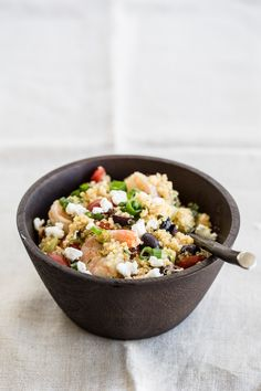 Quinoa Salad with Shrimp, Goat Cheese and Olives! This quick recipe is…