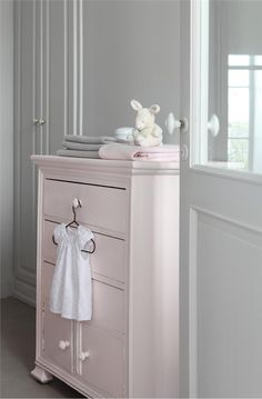 Farrow & Ball Inspiration. Calamine chest of drawers