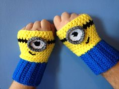 Baby Knitting Patterns Gloves Despicable Me Minion Inspired Fingerless Gloves von MonAmiCreationz Mobiles En Crochet, Crochet Mobile, Crochet Crafts, Crochet Projects, Fingerless Gloves Crochet Pattern, Fingerless Mittens, Baby Knitting Patterns, Crochet Mignon, Mittens