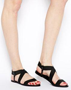 Imagen 4 de Sandalias planas elásticas en negro Hoola de New Look