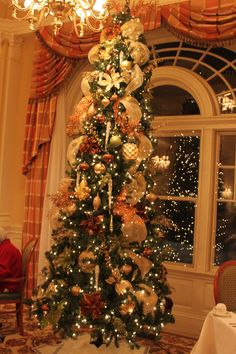 Christmas at The Historical Chamberlin in Hampton, VA. Check out more of our work at www.sparkleholidaydesign.com