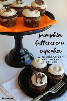 Try this Pumpkin Buttercream Cupcakes with Chocolate Halloween Toppers. It's your favorite cupcakes with easy to make pumpkin buttercream topped with fun Chocolate Halloween Toppers. It's a creepy looking Halloween treat! Cupcakes Au Cholocat, Cupcakes Cool, Cupcake Cakes, Pumpkin Cupcakes, Cupcake Toppers, Pumpkin Dessert, Chocolate Toppers, Chocolate Shapes, Chocolate Cupcakes