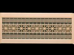 上下の切子筬組子の中にマス目組を使った欄間です。マス目の中には曲げ物の組子細工を組んでいます。...