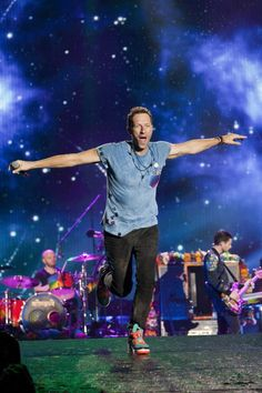 Chris Martin during Coldplay's second AHFOD tour in Argentina.