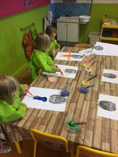 Paint your body under your head ~ Miss Emilie – Prescholl Ideas All About Me Preschool, All About Me Activities, All About Me Eyfs, Body Preschool, Preschool Activities, Eyfs Activities, Kindergarten Art, My Themes, Art Lessons Elementary
