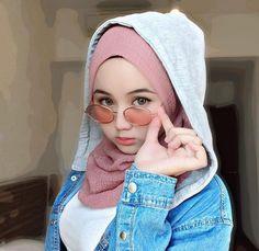 "🧕🏻amell di Instagram ""😎 . . . . .…"" Beautiful Hijab Girl, Beautiful Muslim Women, Gorgeous Girl, Hijab Fashion, Girl Fashion, Womens Fashion, Muslim Beauty, Girl Hijab, Hijab Chic"