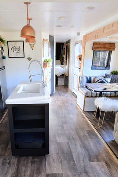 Tour this travel trailer renovated with Southwestern vibes! Tour this plant-filled travel trailer renovated with Southwestern vibes from Motorhome Interior, Rv Interior, Interior Design, Campervan Interior, Tiny House Living, Rv Living, Living Room, Caravan Vintage, Vintage Motorhome