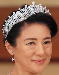 Empress Michiko of Japan's Pearl Sunburst Tiara now worn by Crown Princess Masako of Japan Royal Crowns, Royal Tiaras, Crown Royal, Tiaras And Crowns, Japanese Princess, Royal Jewelry, Jewellery, Diamond Tiara, Fringe Necklace