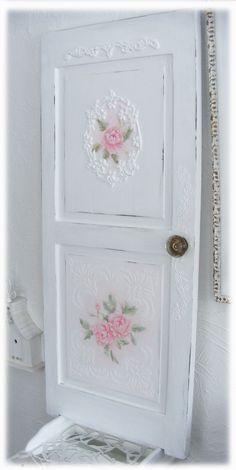 DIY Shabby Chic | DIY-SHABBY CHIC / Repurposed Painted Door