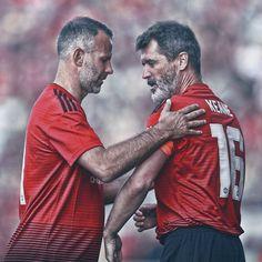 Legends Football, Football Soccer, Football Players, Soccer Art, Football Kits, Hockey, Manchester United Legends, Manchester United Players, Roy Keane