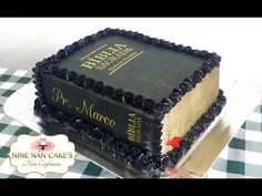 Cake Decorating Frosting, Cake Decorating Videos, Cake Decorating Techniques, Pastel Rectangular, 3d Cake Tutorial, Bible Cake, Tuxedo Cake, Icing Flowers, Book Cakes