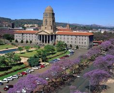 Details about Pretoria City Hall, in Pretoria, South Africa. Information and guide for Pretoria City Hall Pretoria, Beautiful Buildings, Beautiful Places, Namibia, Out Of Africa, Beaches In The World, Africa Travel, Live, Places To See