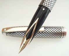 eed0df6319f Caneta Tinteiro Sheaffer Imperial Diamante Silver Sterling - R  1.200