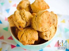 FREEZABLE Date and banana muffins, no added sugar! Perfect for the lunchbox and ideal for an afternoon snack. Yummy and freezer friendly. Healthy Afternoon Snacks, Healthy Snacks For Kids, Easy Snacks, Yummy Snacks, Lunch Snacks, Healthy Food, Date Muffins, Mini Muffins, Good Smoothies