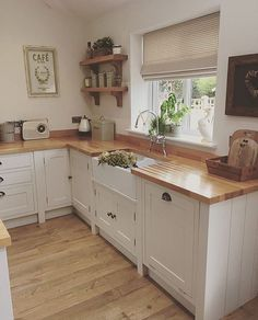 17 Stunning Rustic Country Kitchen Design And Decor Ideas ~ Gorgeous House Home Decor Kitchen, Rustic Kitchen, Kitchen Interior, New Kitchen, Home Kitchens, Kitchen Dining, Kitchen Ideas, Kitchen Cabinets, Cream Kitchen Cupboards