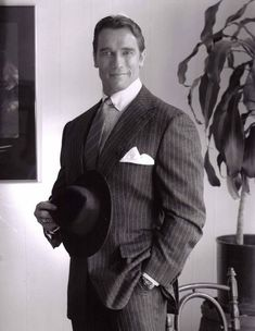 Arnold Schwarzenegger is rightfully a legend in the world of bodybuilding. Here are 35 awesome classic bodybuilding pictures of Arnold Schwarzenegger. Patrick Schwarzenegger, Arnold Schwarzenegger Bodybuilding, Arnold Bodybuilding, Fitness Motivation, Arnold Motivation, Bodybuilding Pictures, Maria Shriver, George Hurrell, Hollywood