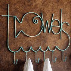 Accesorios baño/ baños infantiles / percha toallero infantil: un #bañoinfantil adorable, divertida y original perchero toallero en hierro de nombre #towels. #accesoriosbaño #perchasbaño #ideasdecor #perchasbaño #badebaño
