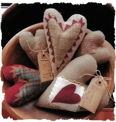 bowl of linen and wool hearts rustic country primitive americana shabby chic style valentine decorations Valentines Day Hearts, Valentine Day Crafts, Vintage Valentines, Valentine Heart, Holiday Crafts, Fabric Hearts, Heart Crafts, Penny Rugs, Primitive Crafts