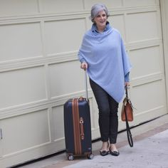 travel tunes (Style at a certain age) Fashion Over 50, Fashion Looks, Fashion Pics, Weekend Wear, Travel Style, Spring Fashion, Personal Style, Normcore, Trips
