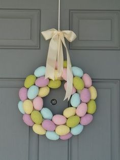 How cute are these super easy crafts? 7 Amazing DIY Craft Projects for Easter http://thestir.cafemom.com/home_garden/134862/7_amazing_and_easy_diy?utm_medium=sm&utm_source=pinterest&utm_content=thestir&newsletter