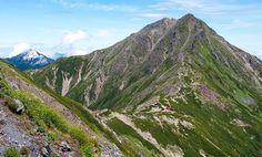 今回は、自然豊かな南アルプスの観光スポットをご紹介します。登山シーズンが近づき、多くの登山客が訪れる南アルプス市。壮大な山々のほかにも多くの魅力があります。見て、体験して、食べて、素敵な時間をお過ごしください。
