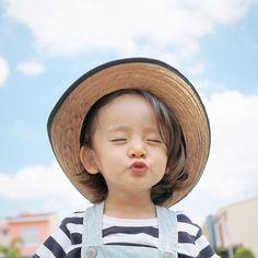 |Jul|19|2016| - ちゅうぅぅぅ〜💋💋💋 - #チュー #麦わら帽子 #青空 #かわいい #男の子 #ハーフ #2歳 #サロペット…
