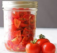 Make your own homemade canned diced tomatoes with this easy recipe and tutorial! Don't need a pressure canner or any other special equipment. Plus homemade canned diced tomatoes taste way better than store-bought Easy Canning, Canning Tips, Home Canning, Canning Recipes, Preserving Tomatoes, Canning Diced Tomatoes, Canning Tomatoes Water Bath, Tinned Tomatoes, Preserving Food
