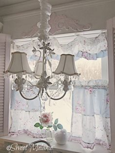 Love this but the top window frill would have to fit better for me!