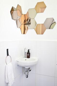 DIT towel ring - Binnenkijken bij Fleur en Nick in Nijmegen Small Toilet Room, New Toilet, Small Bathroom, Corner Mirror, Toilette Design, Ikea Mirror, Modern Style Homes, Small Mirrors, Bathroom Toilets