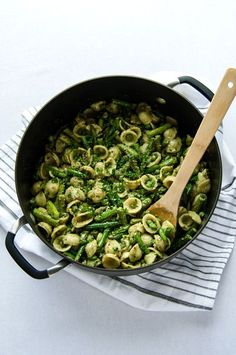 Mean Green Pesto Pasta - A simple, delicious and nutritious pasta, filled with green veggies and tossed in a creamy roasted garlic pesto. (Vegan & GF) | RECIPE at NomingthruLife.com