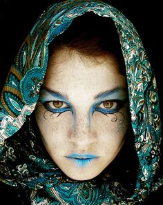 I love this makeup. She is Sara Morrison, from flickr, one of my favourite makeup artist and photographer.