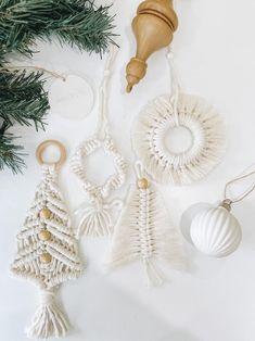 Clay Christmas Decorations, Diy Christmas Ornaments, Holiday Crafts, Scandinavian Christmas Ornaments, Bohemian Christmas, Magical Christmas, Navidad Diy, Macrame Design, Macrame Projects