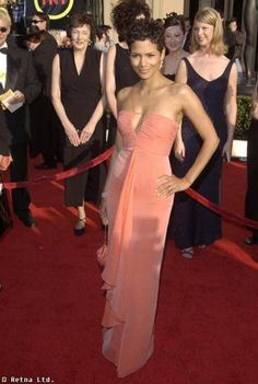red carpet looks for women | Pretty in Peach: The Color that Looks Good on Every Woman